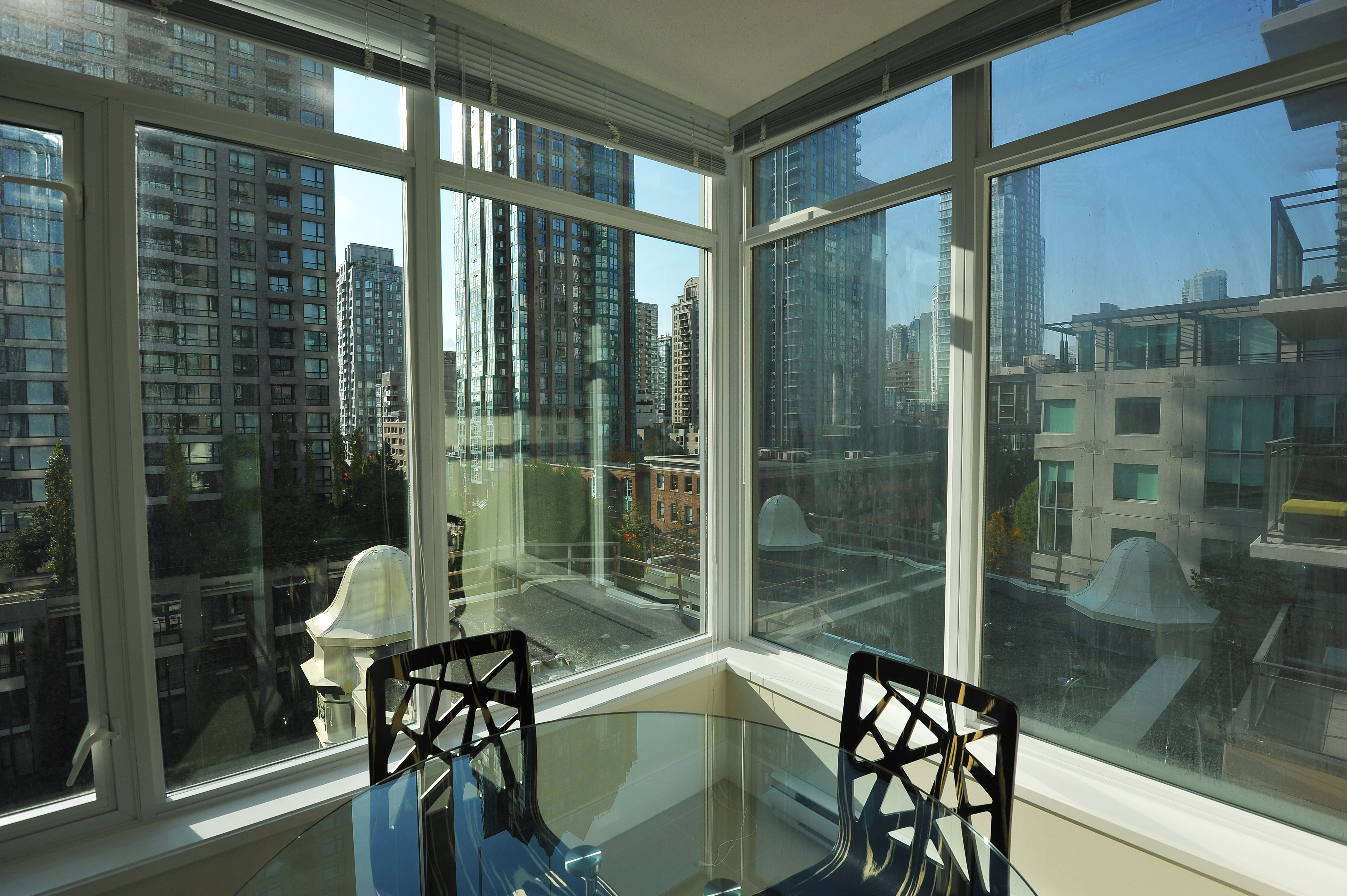 Shalia furnished rental one bedroom condo apartment for for Balcony 417 rogers arena