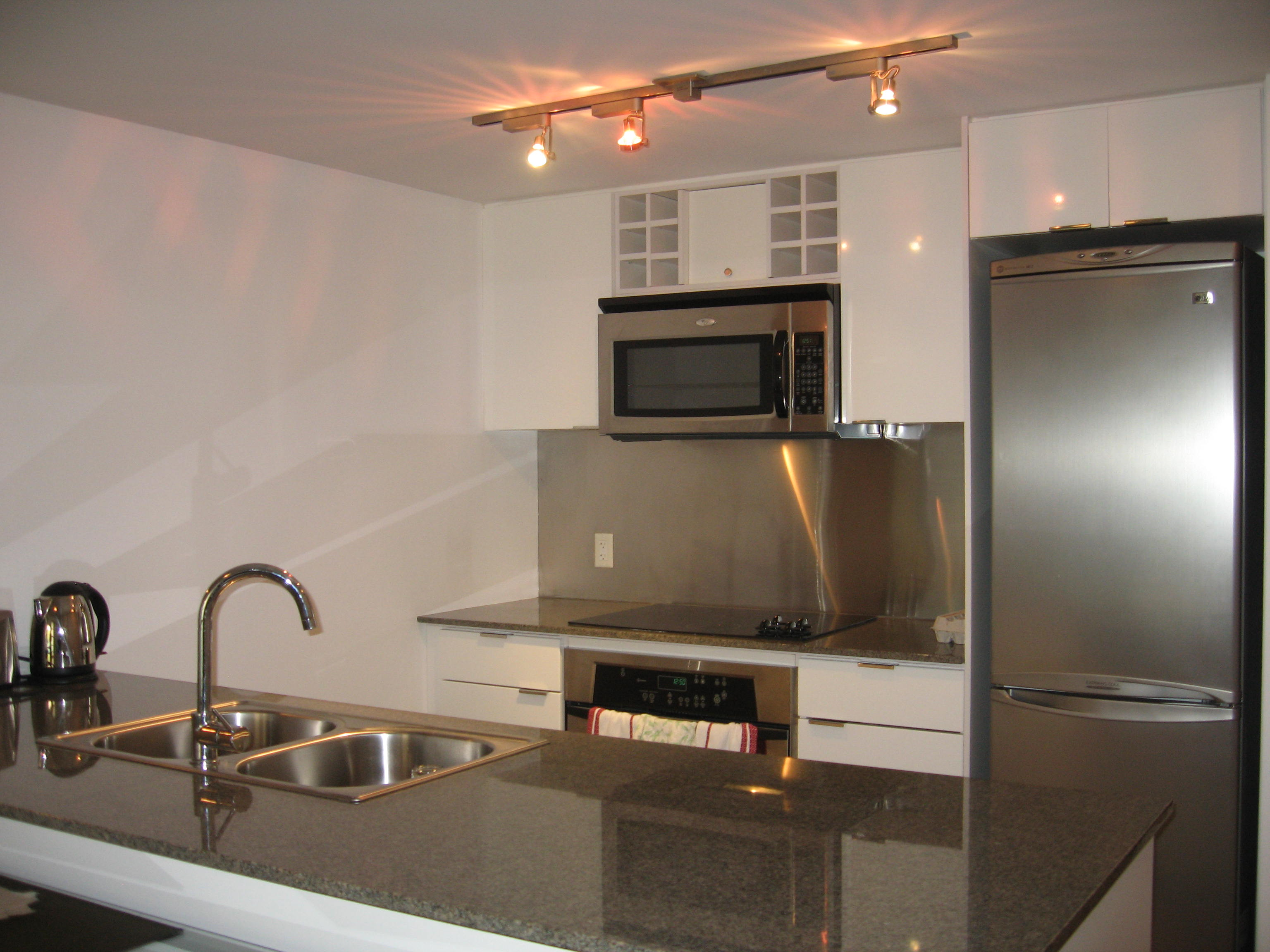 Shalia furnished rental two bedroom condo apartment for for Balcony 417 rogers arena